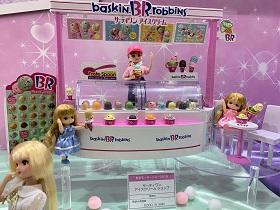 東京モーターショー2019 トミカコーナーの一画にリカちゃんブース リカちゃん商品の展示
