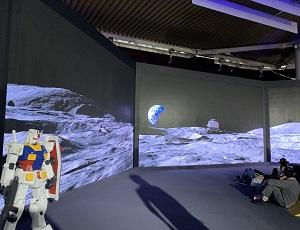東京モーターショー2019 ガンダムと巨大なスクリーン上の宇宙がコラボ シャーがアップで映し出されるシーンも!