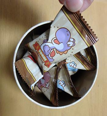 スーパーマリオのチョコクランチ缶(パッケージの絵柄はヨッシーのみ。任天堂東京にて購入)