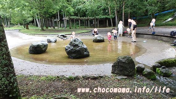 さかな公園のじゃぶじゃぶ池は小さい子に人気(山梨県)