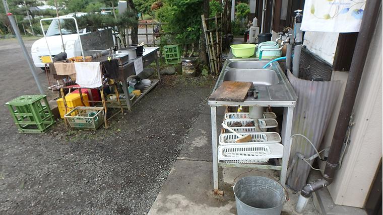 富士見釣り堀(山梨)の調理台